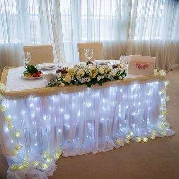 Свадебный декор, ведущий на свадьбу, тамада, стол
