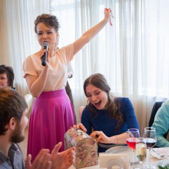 Постановочный танец, жених и невеста, ведущий
