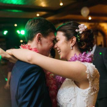 Молодожены, первый танец, свадьба в воскресенье