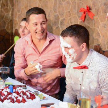 торт на свадьбе, кидание тортом